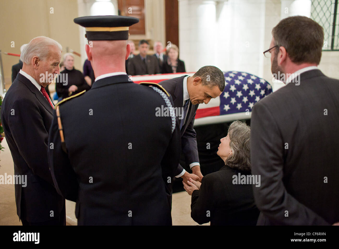 President Barack Obama and Vice President Joe Biden greet Susannah Flanagan, daughter of Frank Buckles at Arlington - Stock Image
