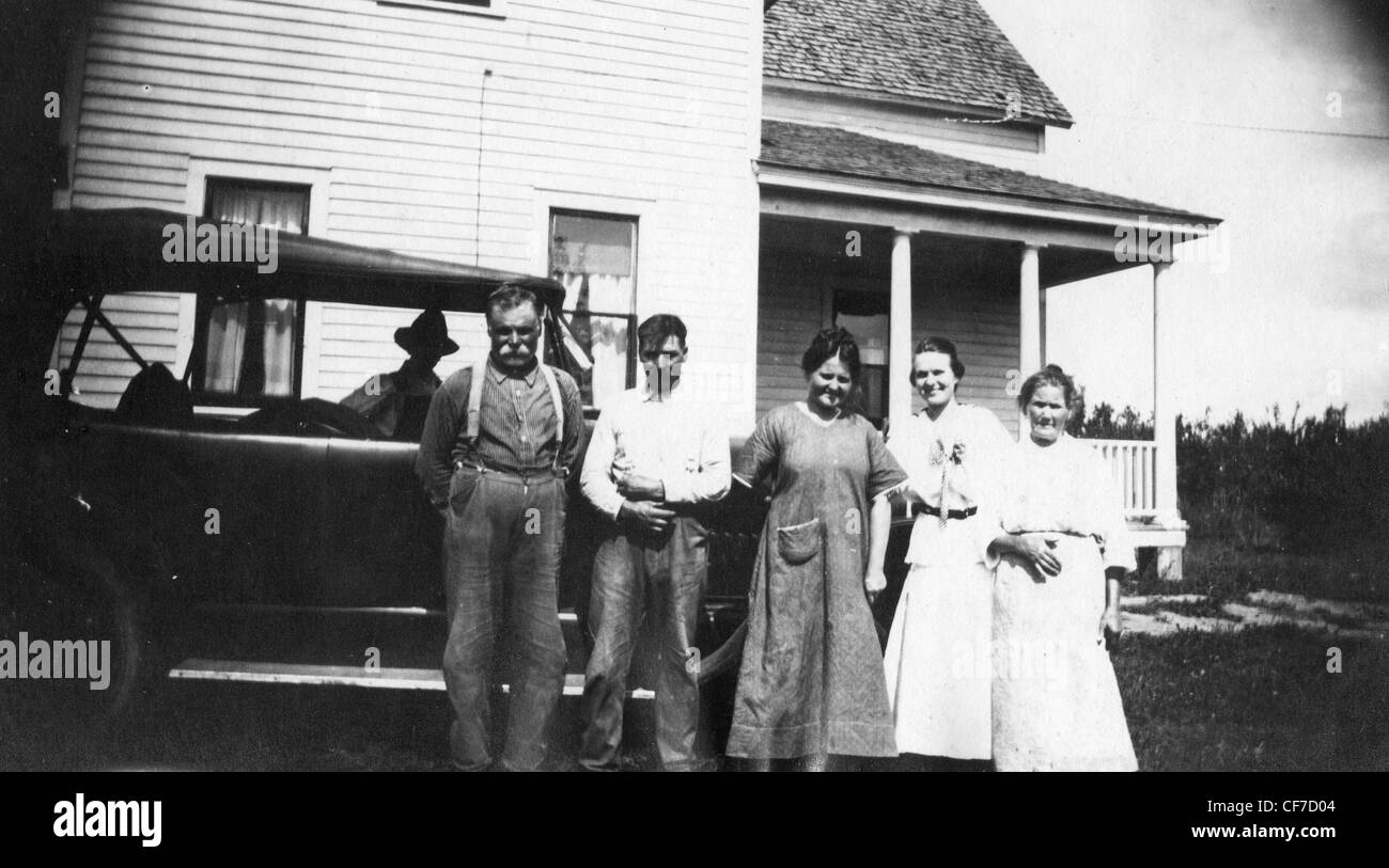 Family posing together during the great depression in Indiana 1930s car Ford automobile clan house rural community - Stock Image
