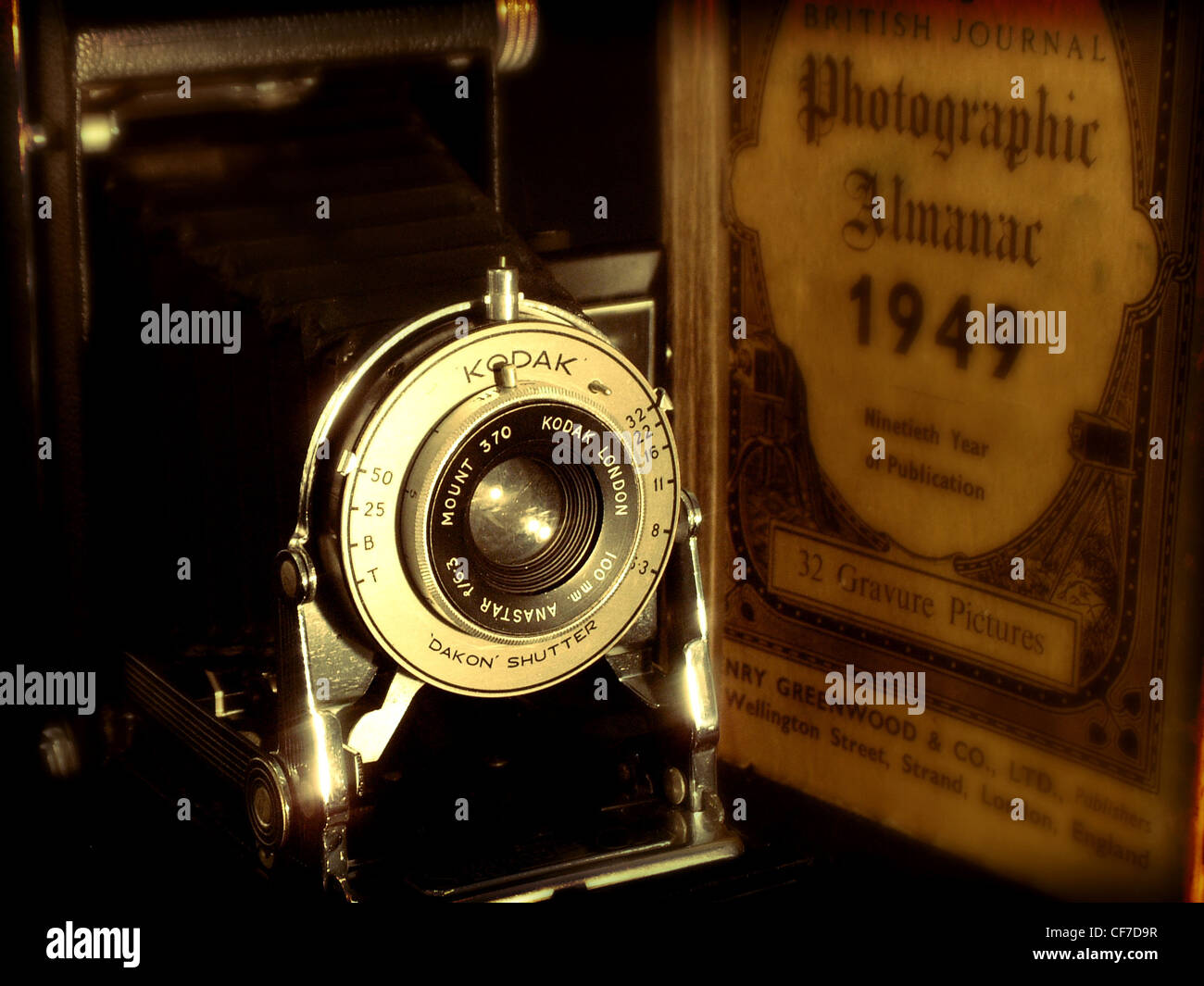 Kodak brownie camera and Photographic Almanac 1949 old vintage shot, made in england Stock Photo