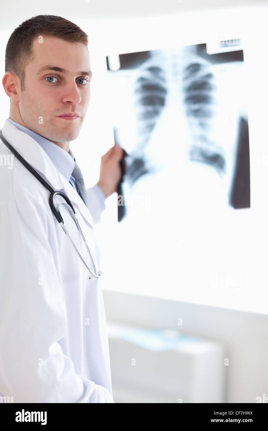 Doctor showing x-ray to patient - Stock Image