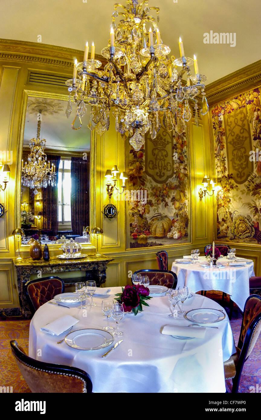Paris france haute cuisine fancy french restaurant l 39 ambroisie stock photo 43814456 alamy - Restaurant cuisine francaise paris ...