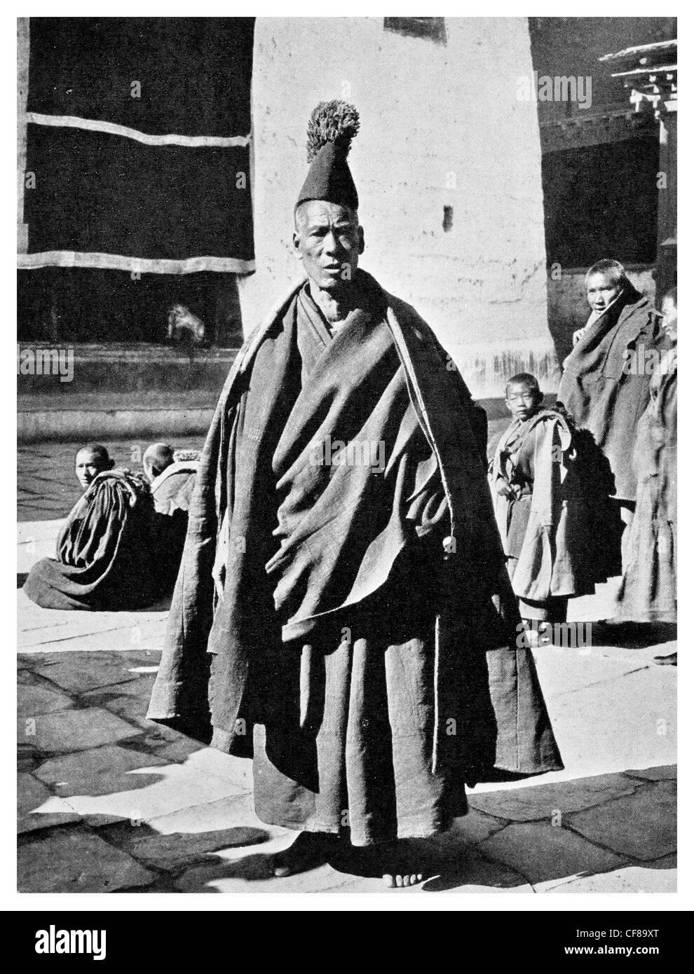 1926 Tungchuling Lama ceremonial Robes yellow sect Tibetan Church - Stock Image