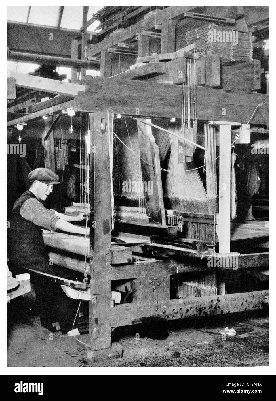 1927 weaver at work on Table Damask Loom  Belfast Company Béal Feirste - Stock Image