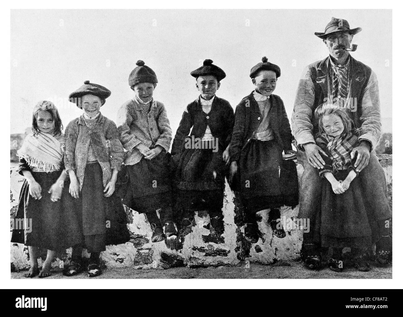 1927 Aran Islanders Children Scotland - Stock Image