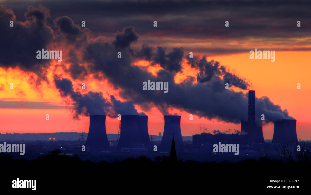 Fiddlers Ferry Power station shown at sunset from Warrington and the village of Stockton Heath Stock Photo