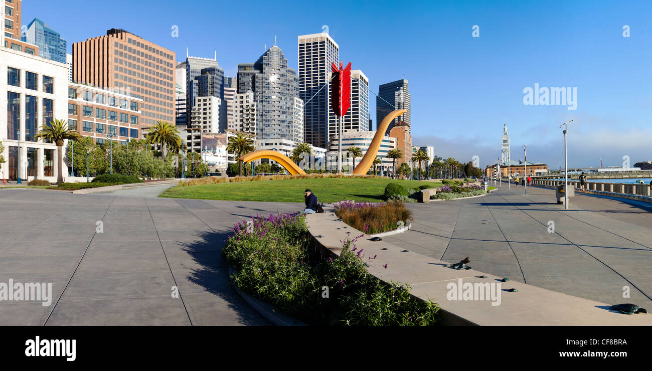 Cupid's Span Sculpture in Rincon Park, Embarcadero, San Francisco, California, United States of America - Stock Image