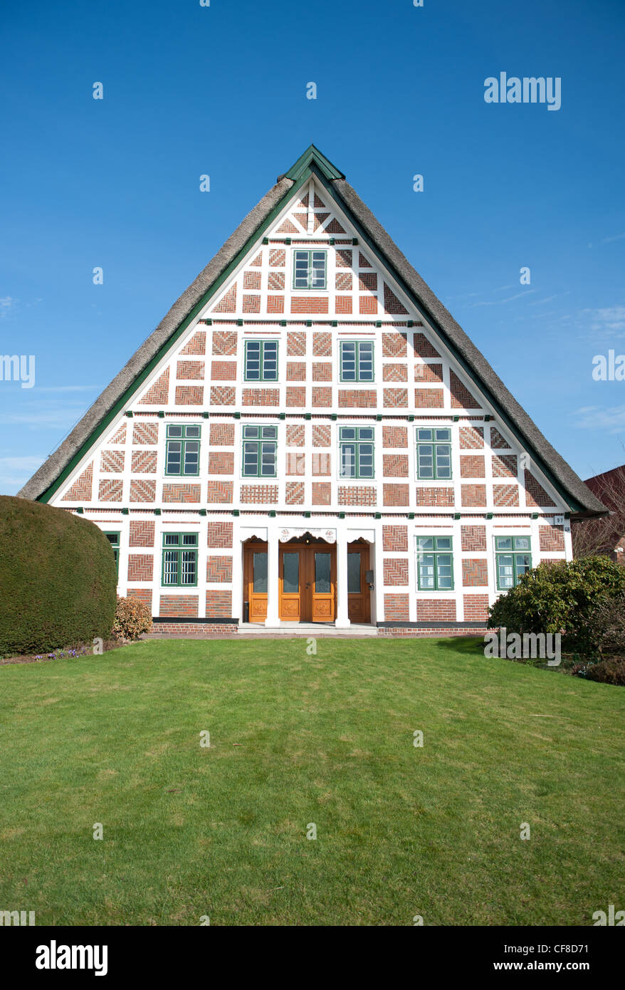 Red brick, white wood: typical half-timbered farmhouse at Jork in the fruit-growing Altes Land region in Lower Saxony, - Stock Image