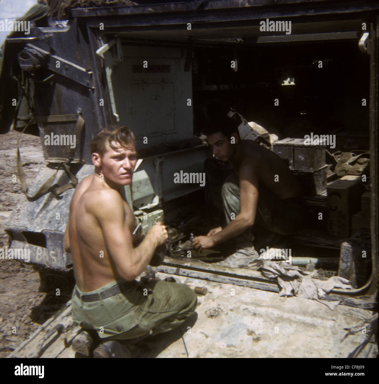 Soldiers repairing APC 1/5th (Mechanized) Infantry CU CHI VIETNAM War 1966 M113 armored personnel carriers 25th - Stock Image