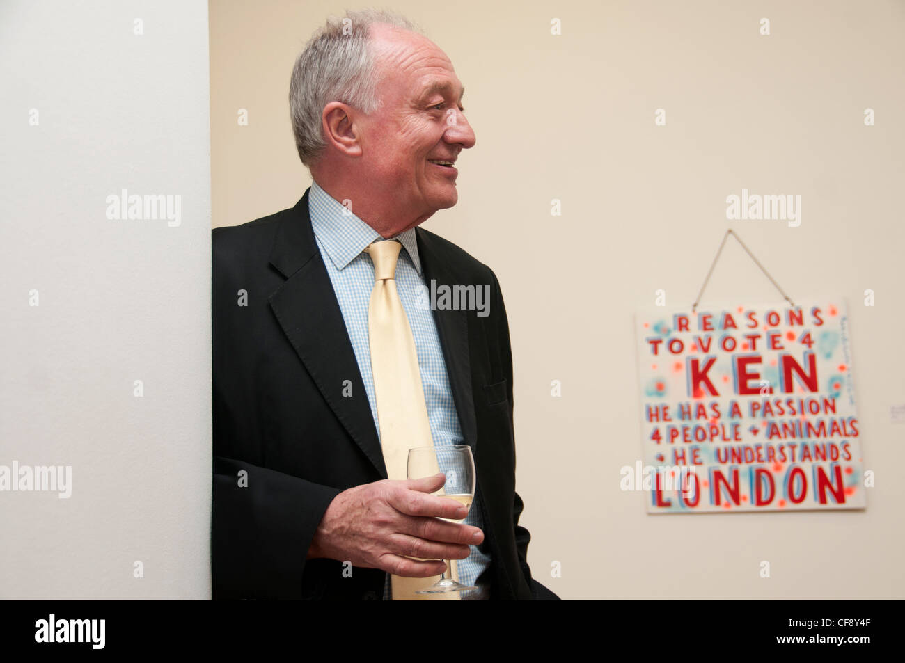 Ken Livingstone in front of a piece of art by Bob and Roberta Smith, auctioned to provide funds for his mayoral - Stock Image