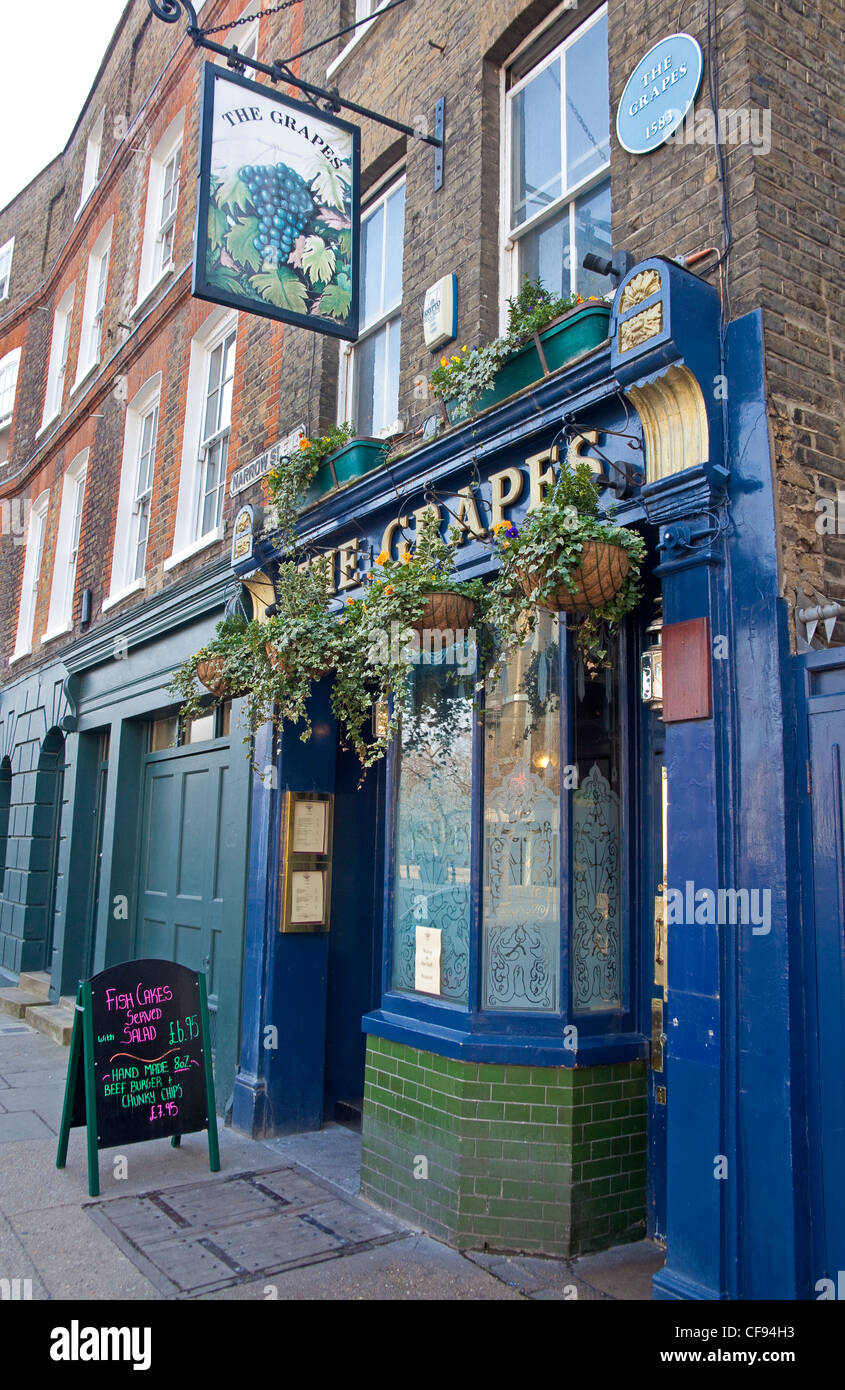 London, Limehouse The Grapes public house in Narrow Street March 2012 - Stock Image