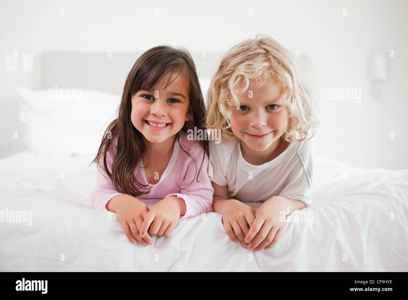 Children lying on their bellies - Stock Image
