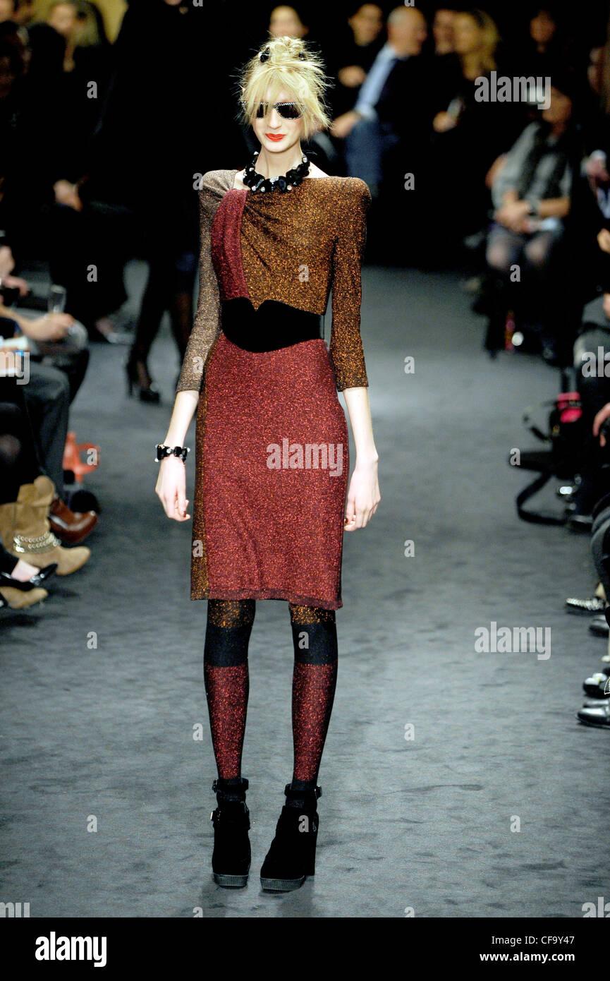 fb268448328a16 Sonia Rykiel Paris Ready to Wear Autumn Winter Knee length glittery dress  matching tights