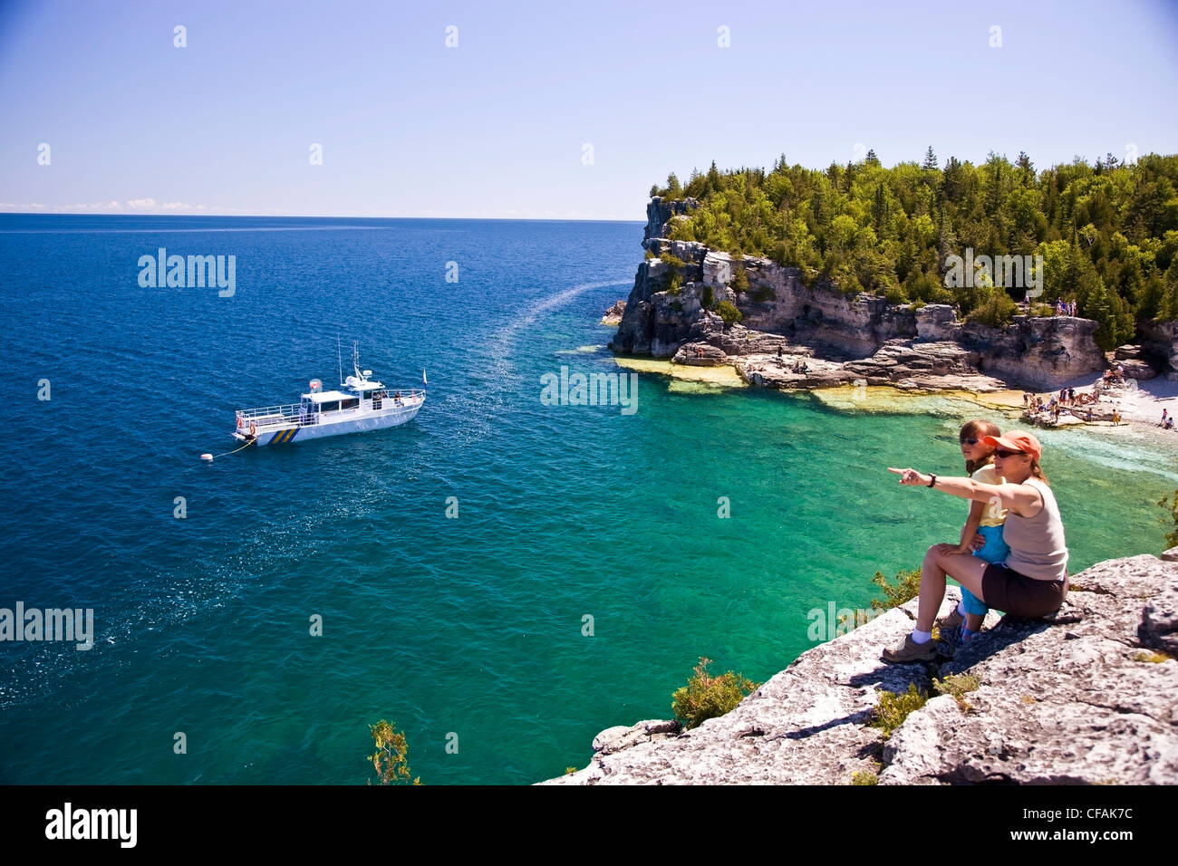 Young woman duaghter enjoy view Indian Head Cove - Stock Image