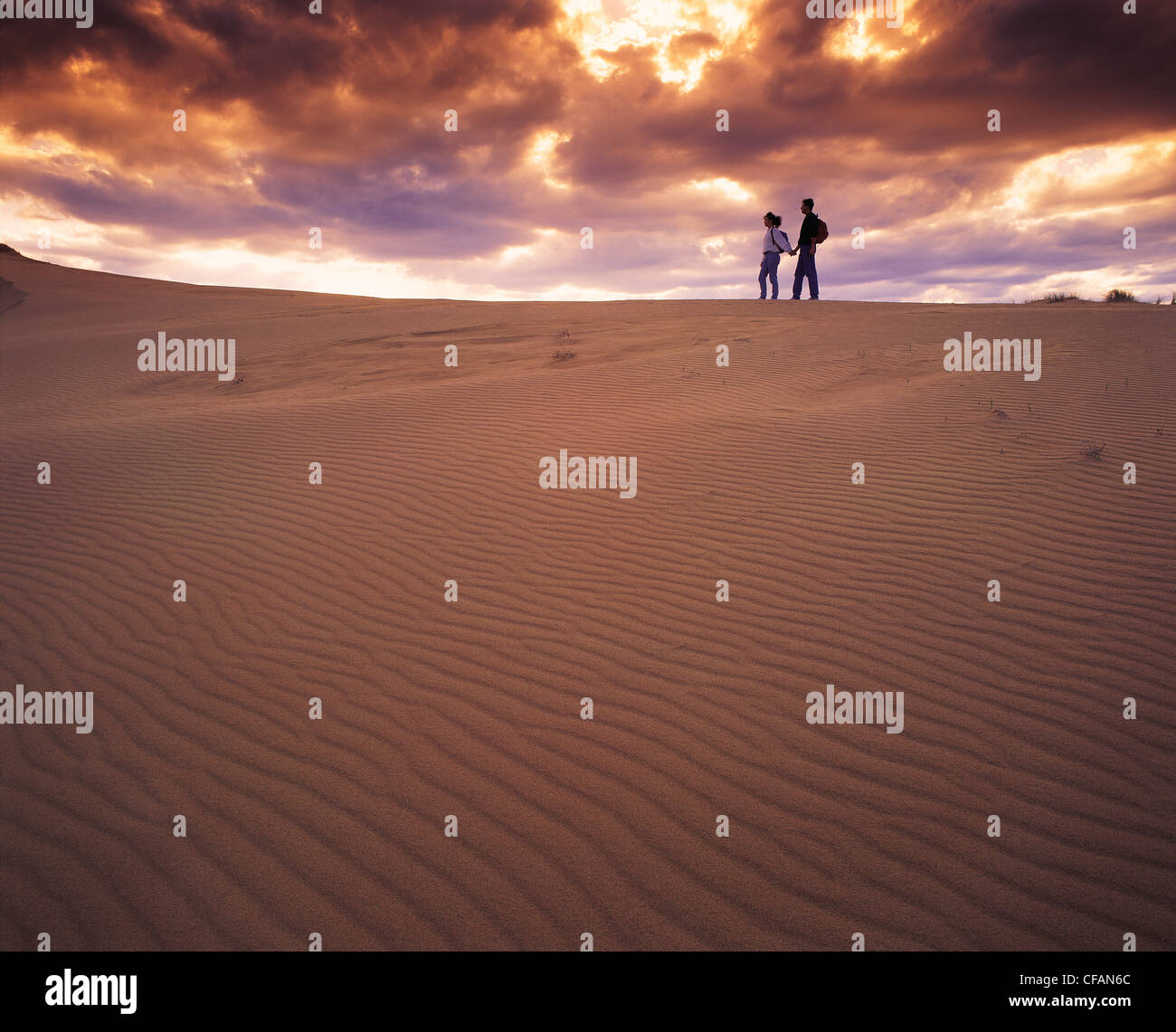 Couple hiking in the Spirit Sands, Spruce Woods Provincial Park, Manitoba, Canada - Stock Image