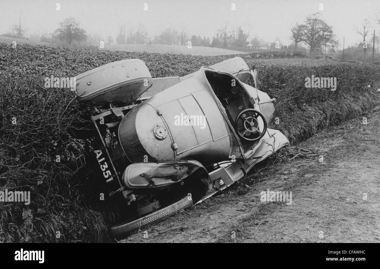 Vauxhall Prince Henry crashed in Hedge, Bromsgrove 1912 - Stock Image