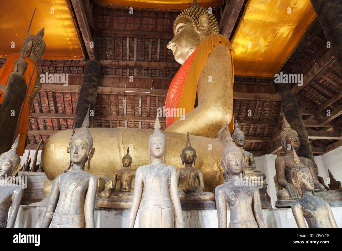 Laos, Luang Prabang, Wat Wisunarat aka Wat Visoun, The Main Prayer Hall Collection of Buddha Statues - Stock Image