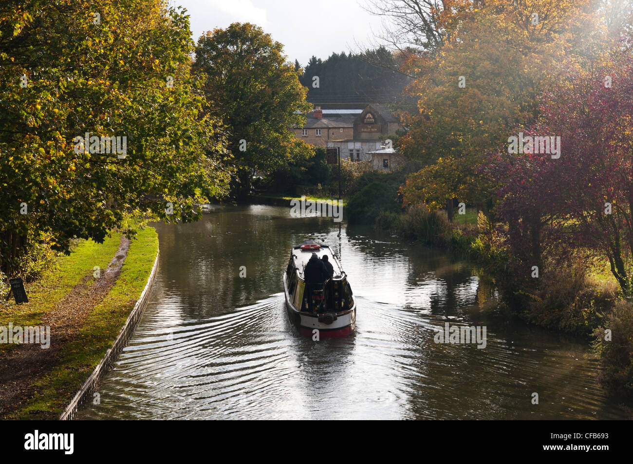 Narrowboat cruising on the Grand Union Canal in Cosgrove, Northamptonshire, England, UK. - Stock Image