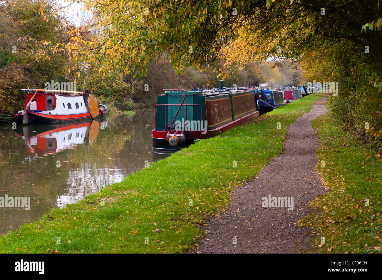 Boats on the Grand Union Canal near Cosgrove, Northamptonshire, England, UK. - Stock Image