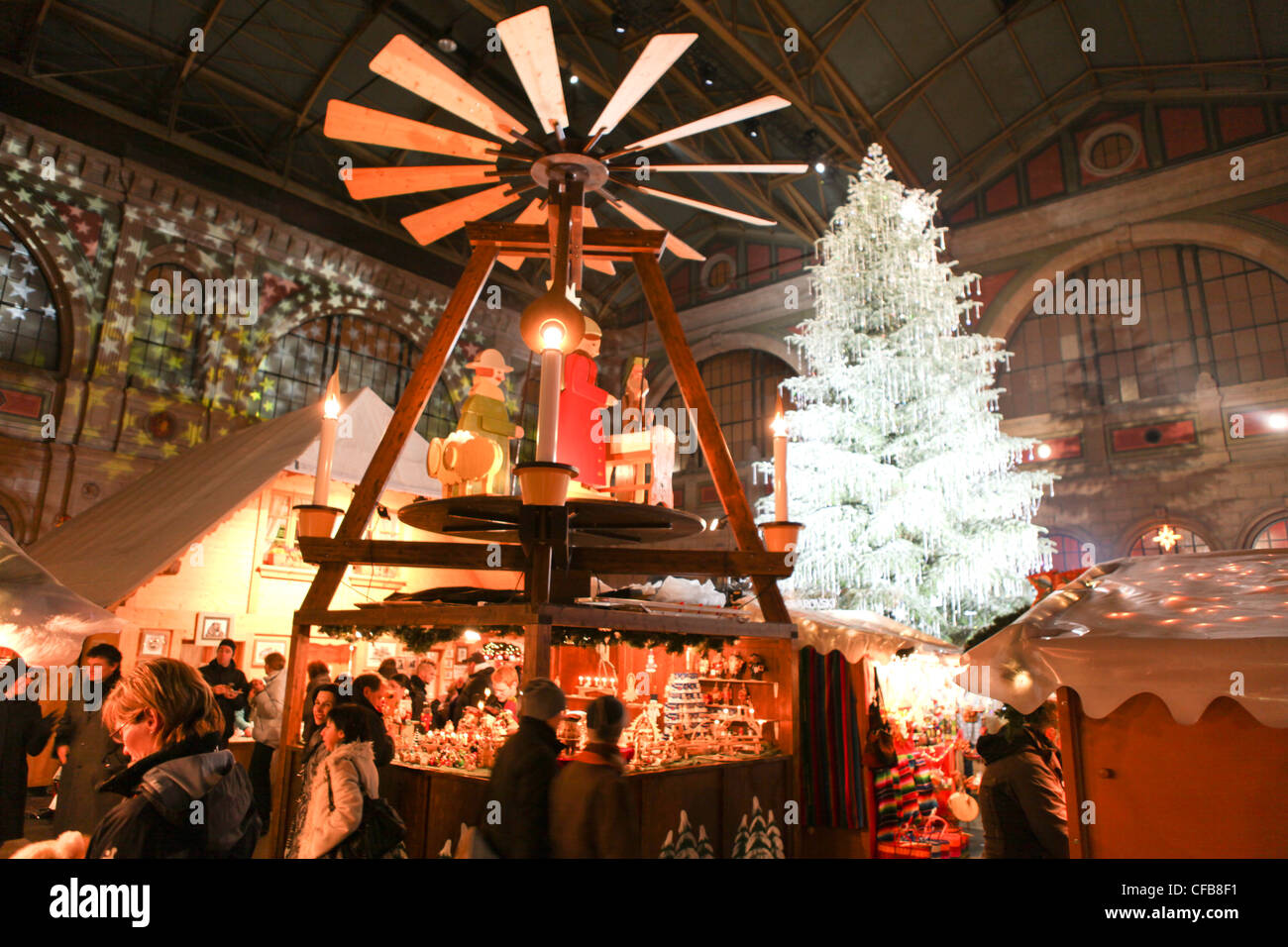 Town, City, canton, Zurich, Switzerland, Europe, event, Christmas, Advent, market, railway station, Christmas fair - Stock Image