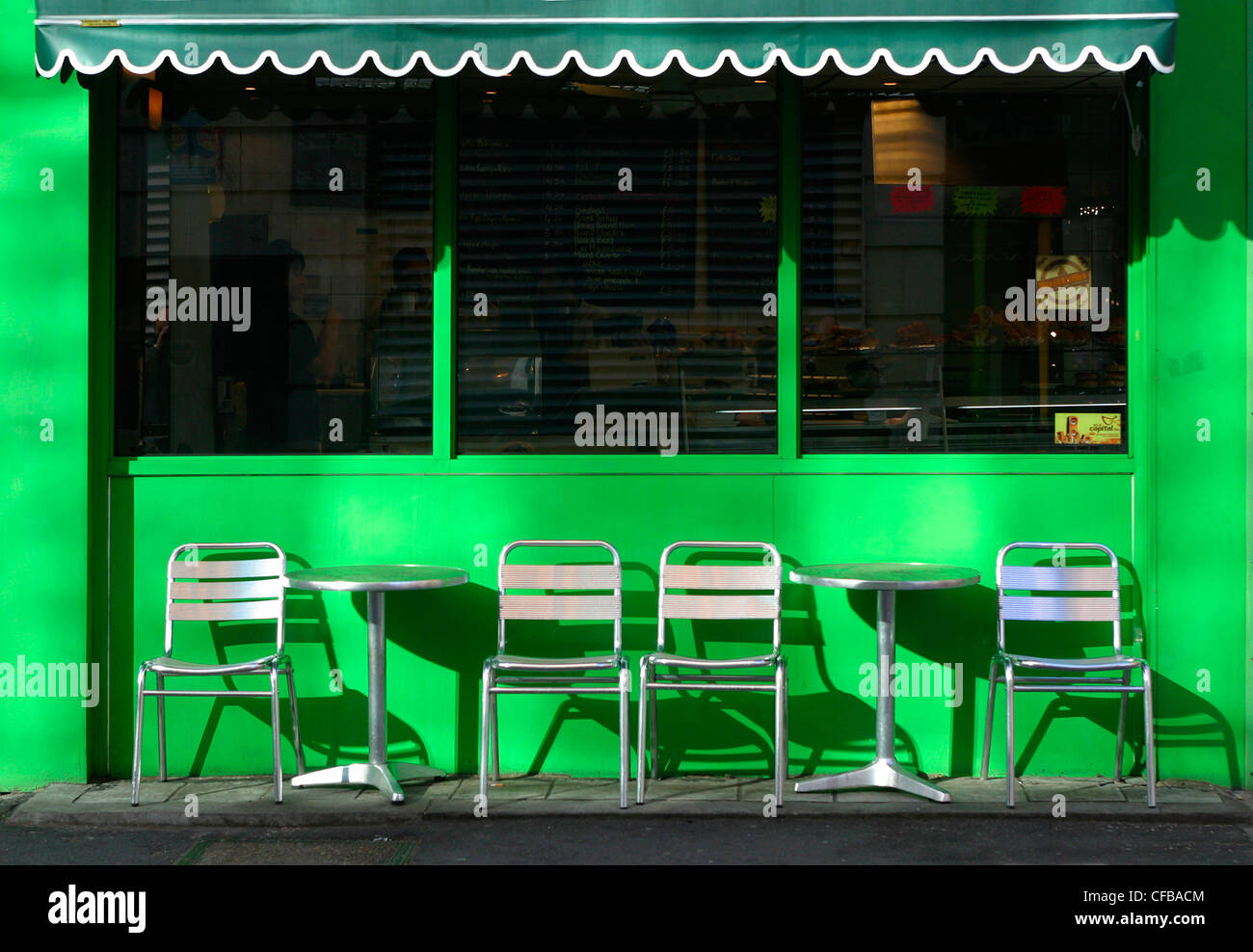 London central: cafe bar with bright mint green frontage with seating on pavement - Stock Image