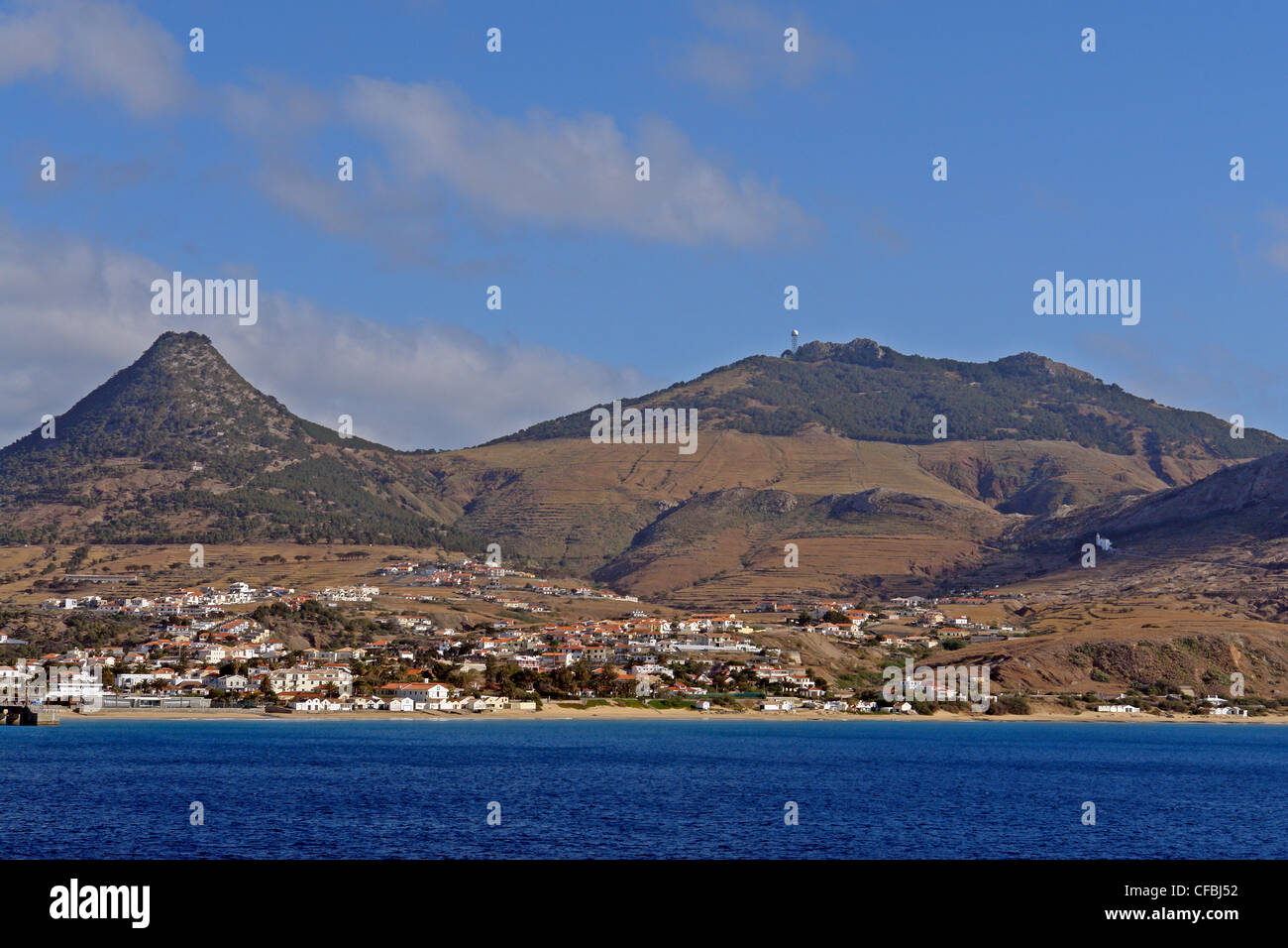 Europe, Portugal, Porto Santo, Vila Baleira, Pico do Castelo, Pico do Facho, island capital, mountains, buildings, - Stock Image