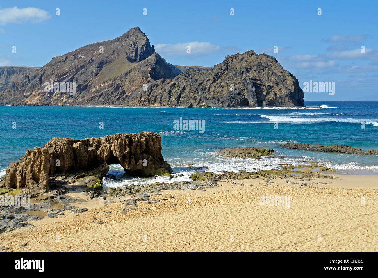 Europe, Portugal, Porto Santo, Ponta da Calheta, Ilheu de Baixo, Ilheu da cal, waves, cliff curves, mountains, rocks, - Stock Image