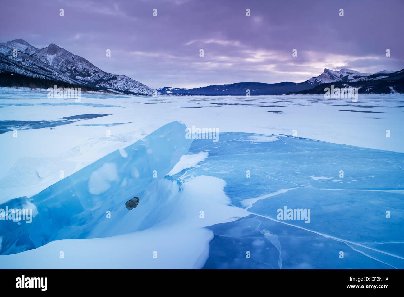 Abraham Lake in winter, Kootenay Plains, Bighorn Wildland, Alberta, Canada - Stock Image