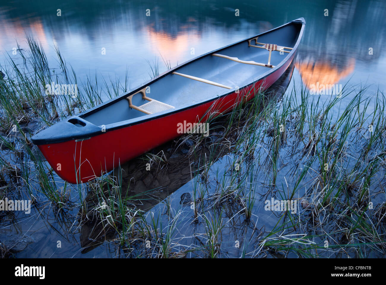 Canoe at Waterfowl Lake, Banff National Park, Alberta, Canada - Stock Image