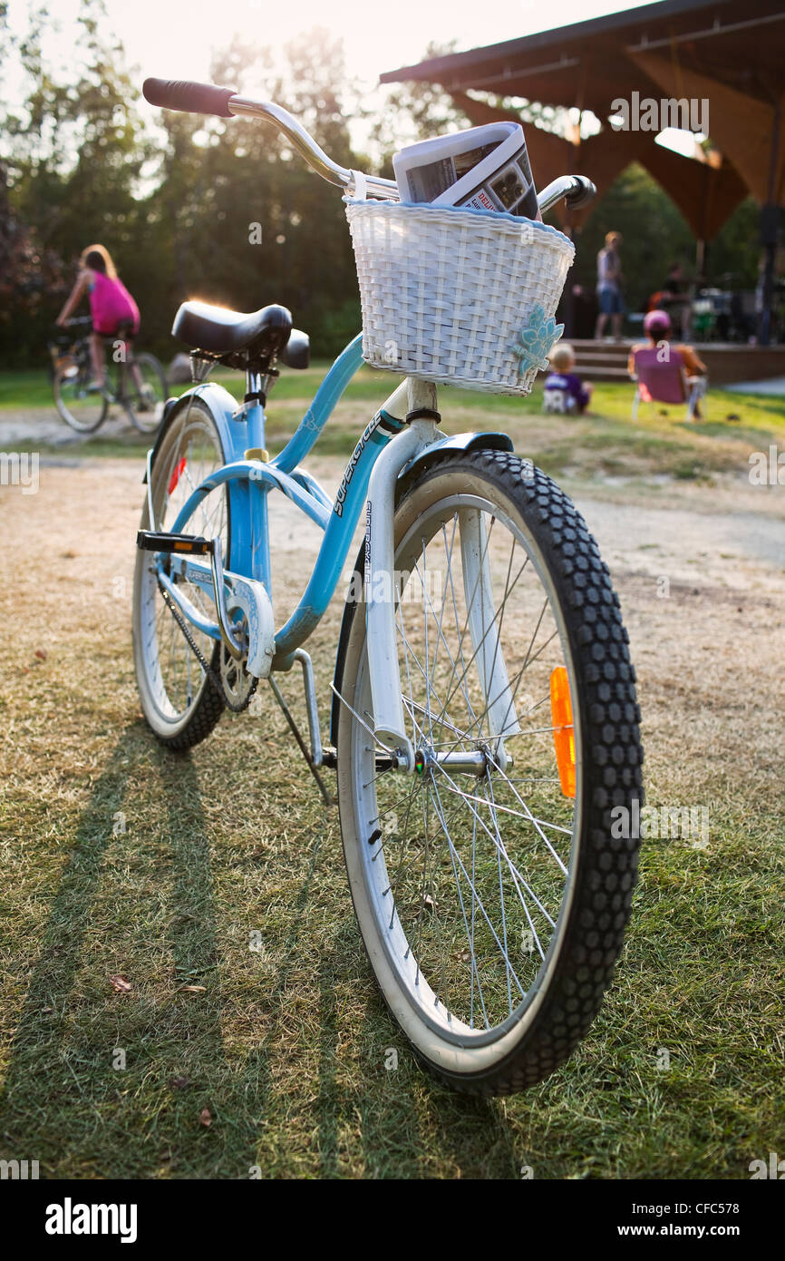 Cruiser bicycle with basket parked on kickstand. Victoria Beach, Manitoba, Canada. - Stock Image