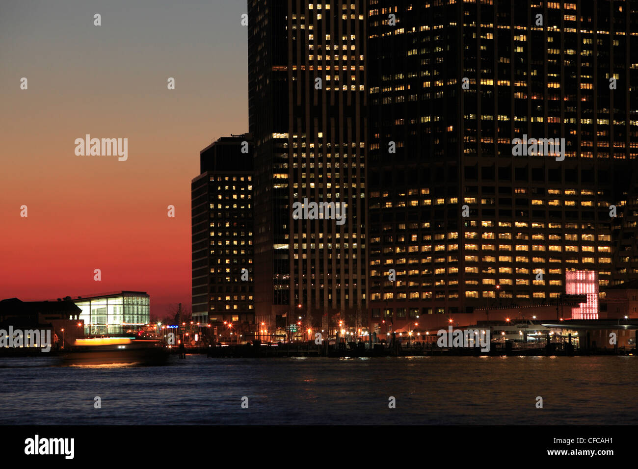 Downtown Manhattan office building during sunset - Stock Image