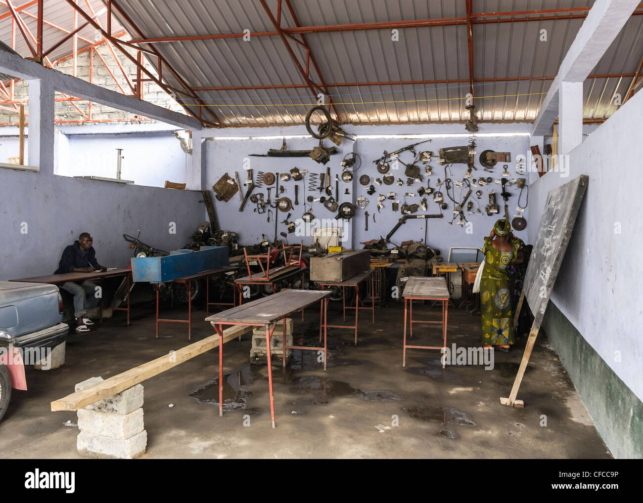 A classroom to teach motor mechanics in Goma, DRC. Picture by Julie Edwards - Stock Image