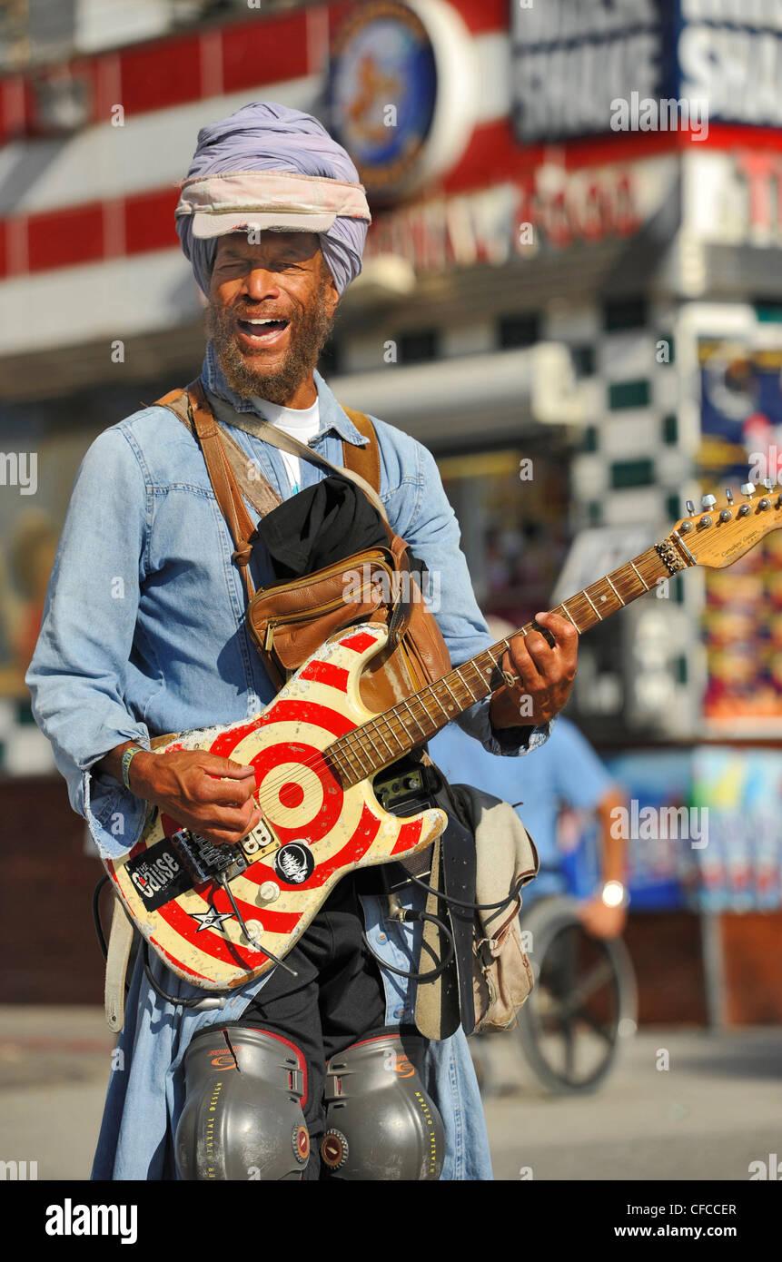 Street musician with guitar, Venice Beach, Los Angeles, California, USA - Stock Image