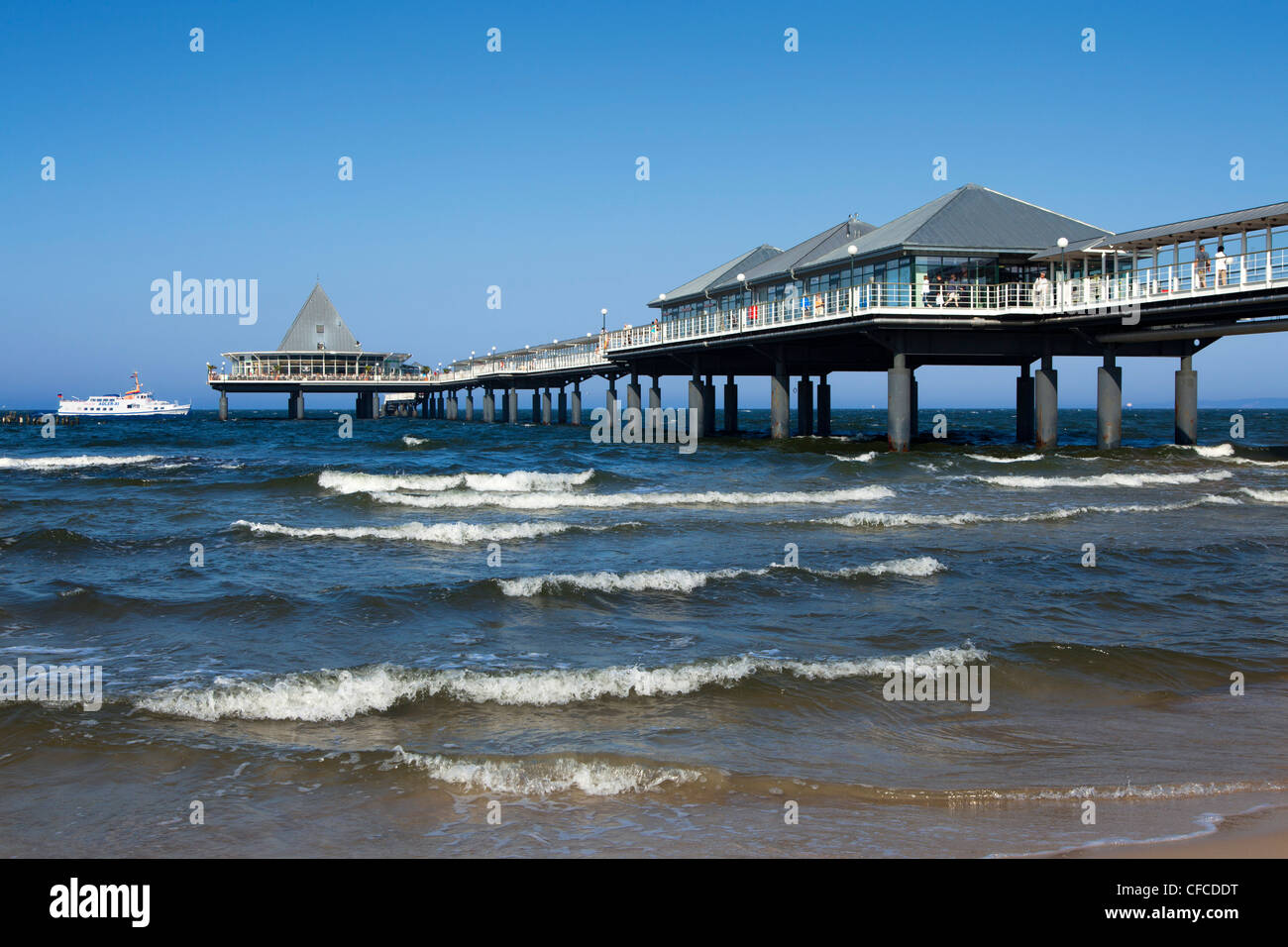 Pier at Heringsdorf seaside resort, Usedom island, Baltic Sea, Mecklenburg-West Pomerania, Germany - Stock Image