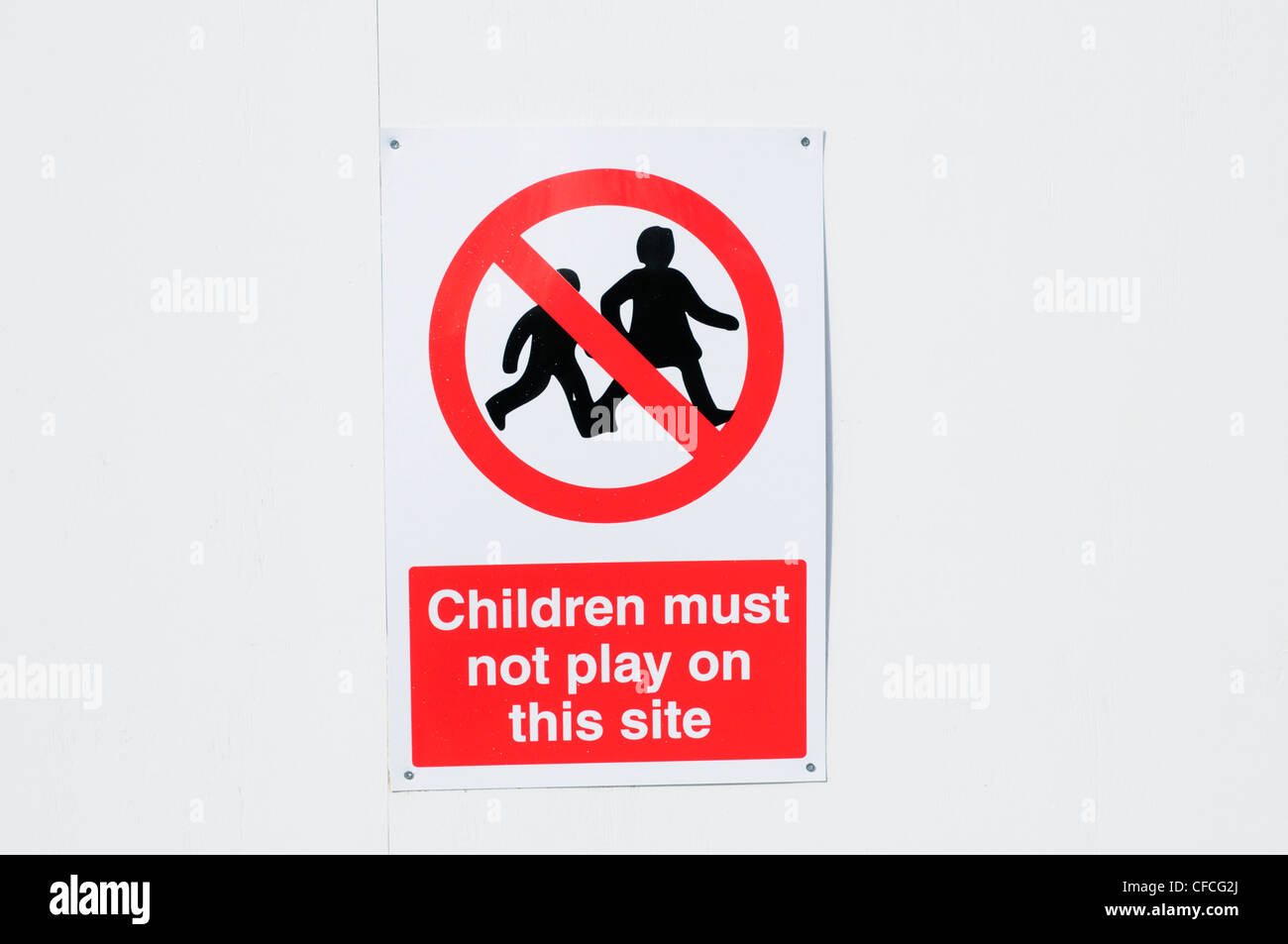 Children Must Not Play On This Site warning sign, Cambridge, England, UK - Stock Image