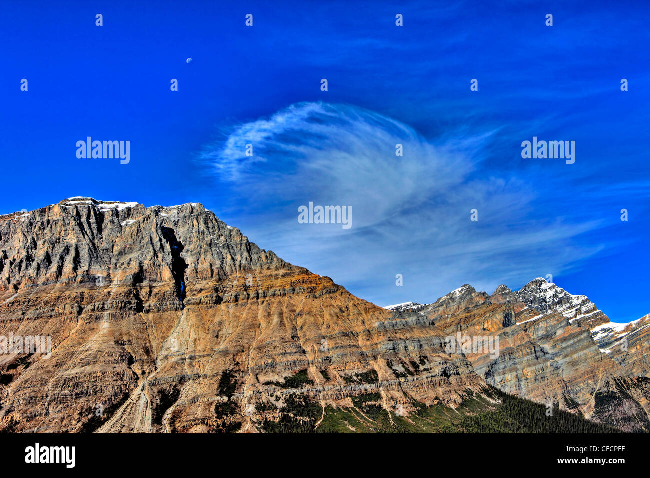 Cloud over Patterson Mountain, Banff National Park, Alberta, Canada - Stock Image