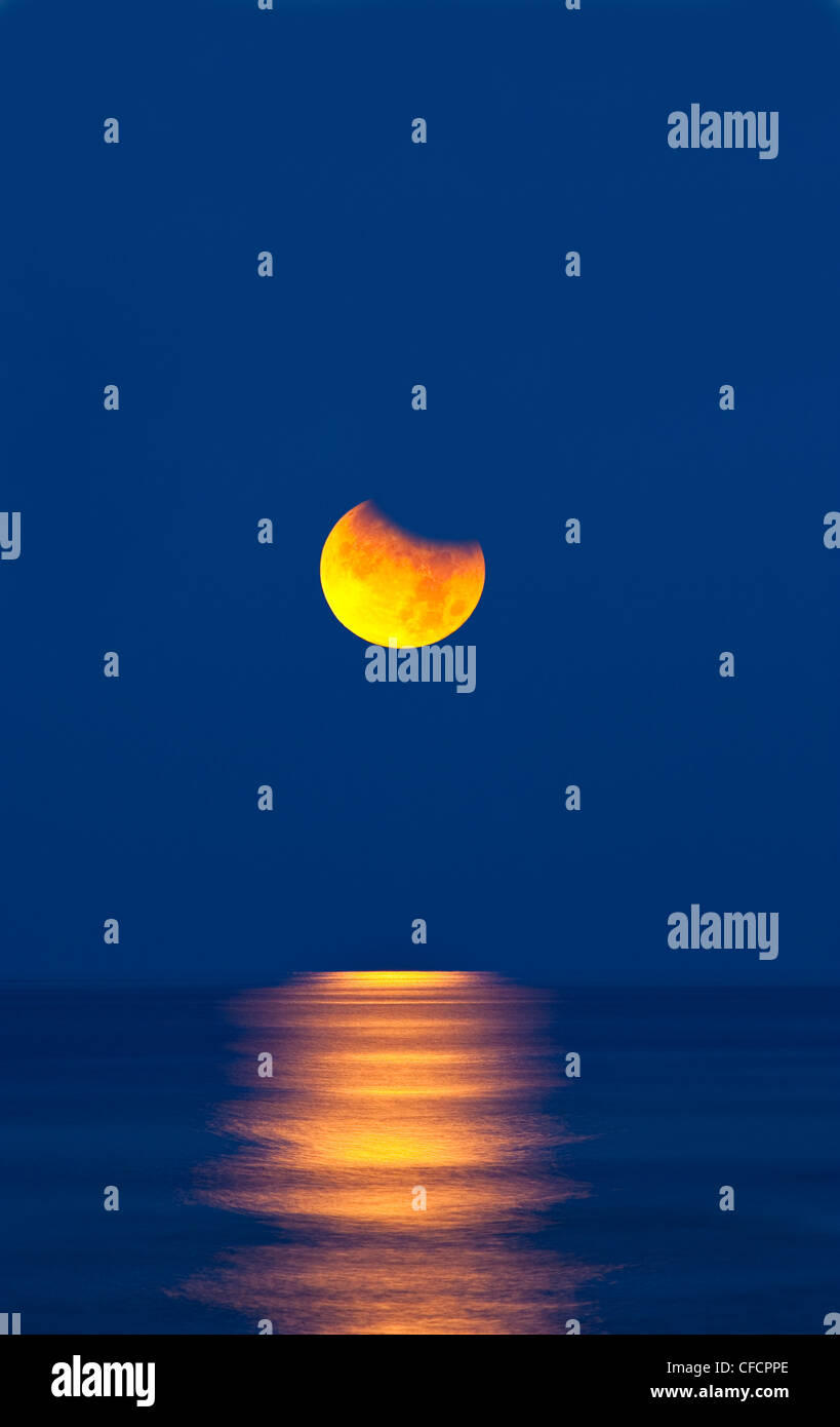 Partial eclipse of the moon, setting over the gulf of mexico on the morning of june 26th 2010. - Stock Image