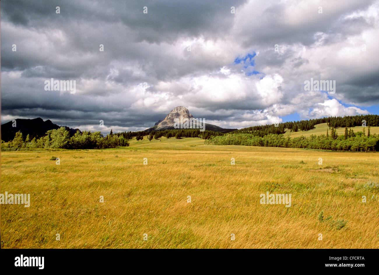 Clouds moving over mountains, Crowsnest Pass, Alberta, Canada - Stock Image