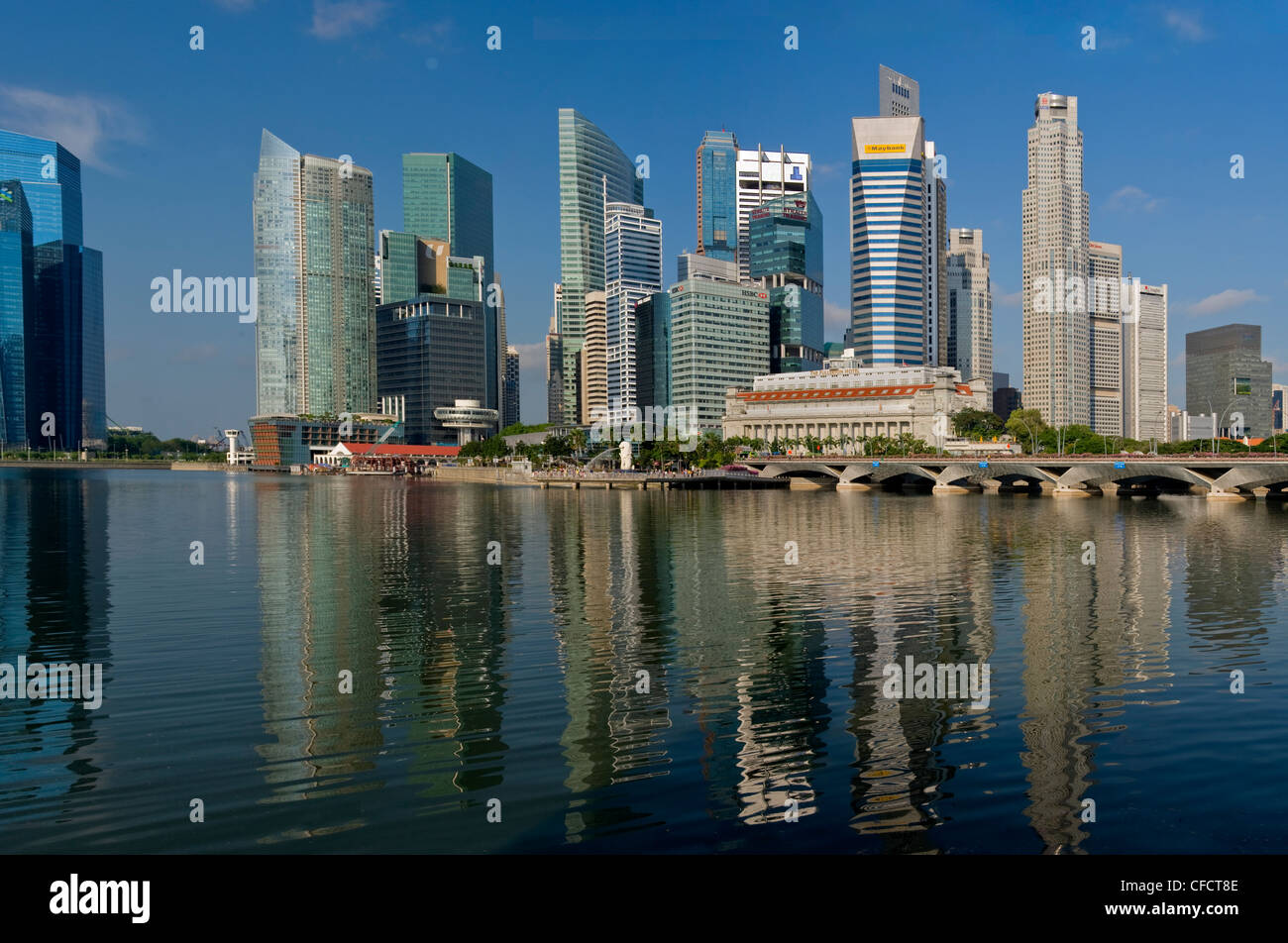 Waterfront facing Marina Bay, with the Fullerton Hotel, previously the Central Post Office, Singapore, Southeast - Stock Image