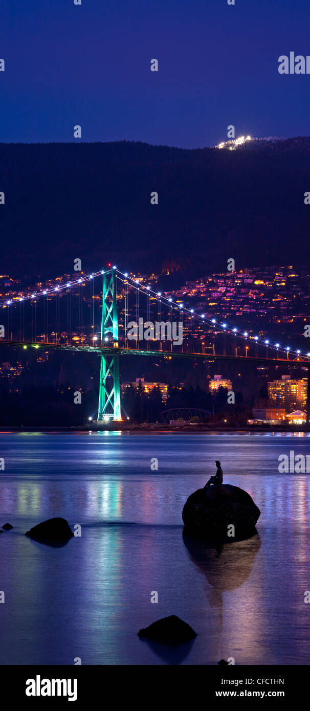 Lions Gate Bridge with skin diver statue, Stanely Park, Vancouver, British Columbia, Canada Stock Photo