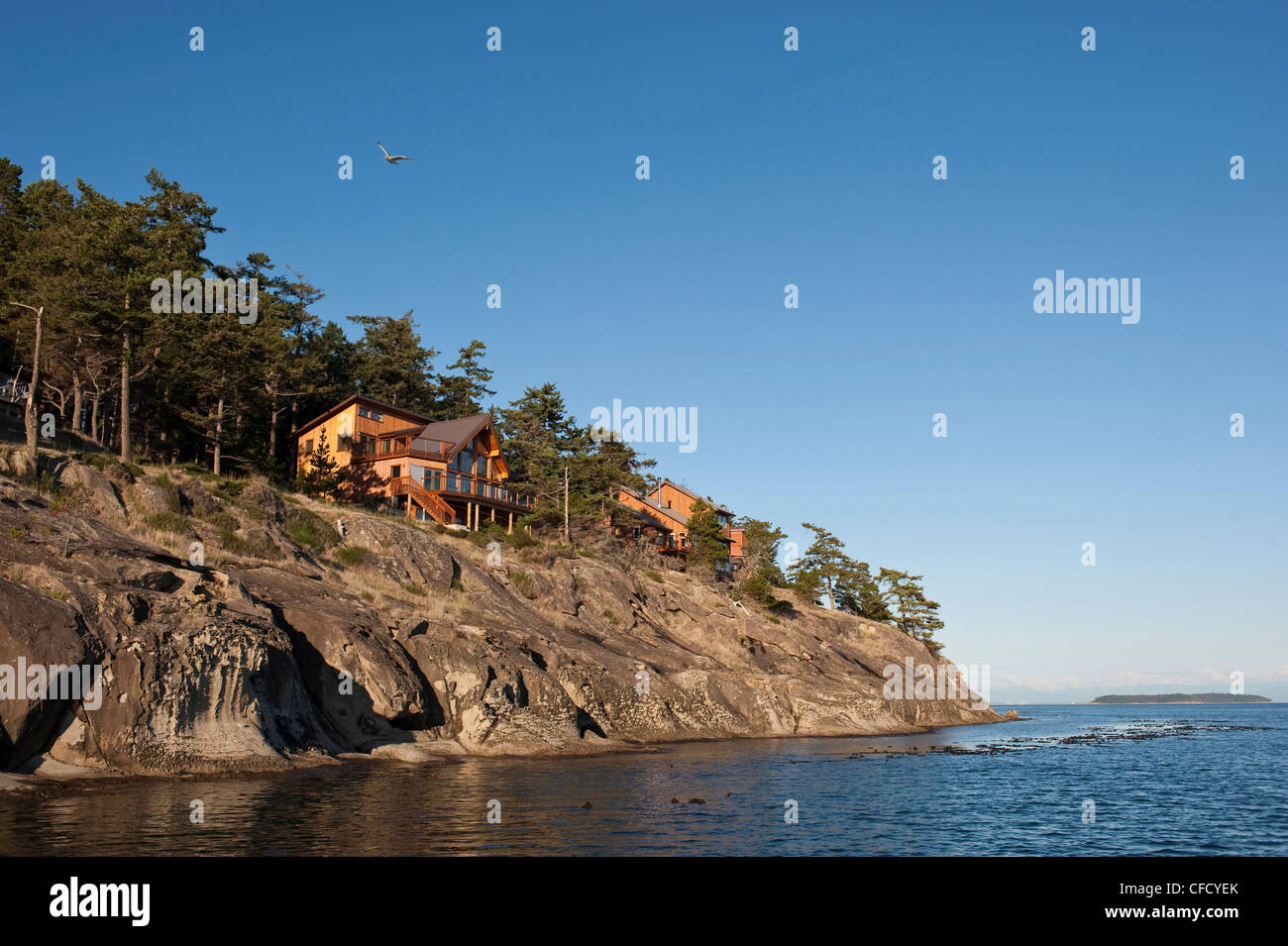 Waterfront homes on Saturna Island, British Columbia, Canada - Stock Image
