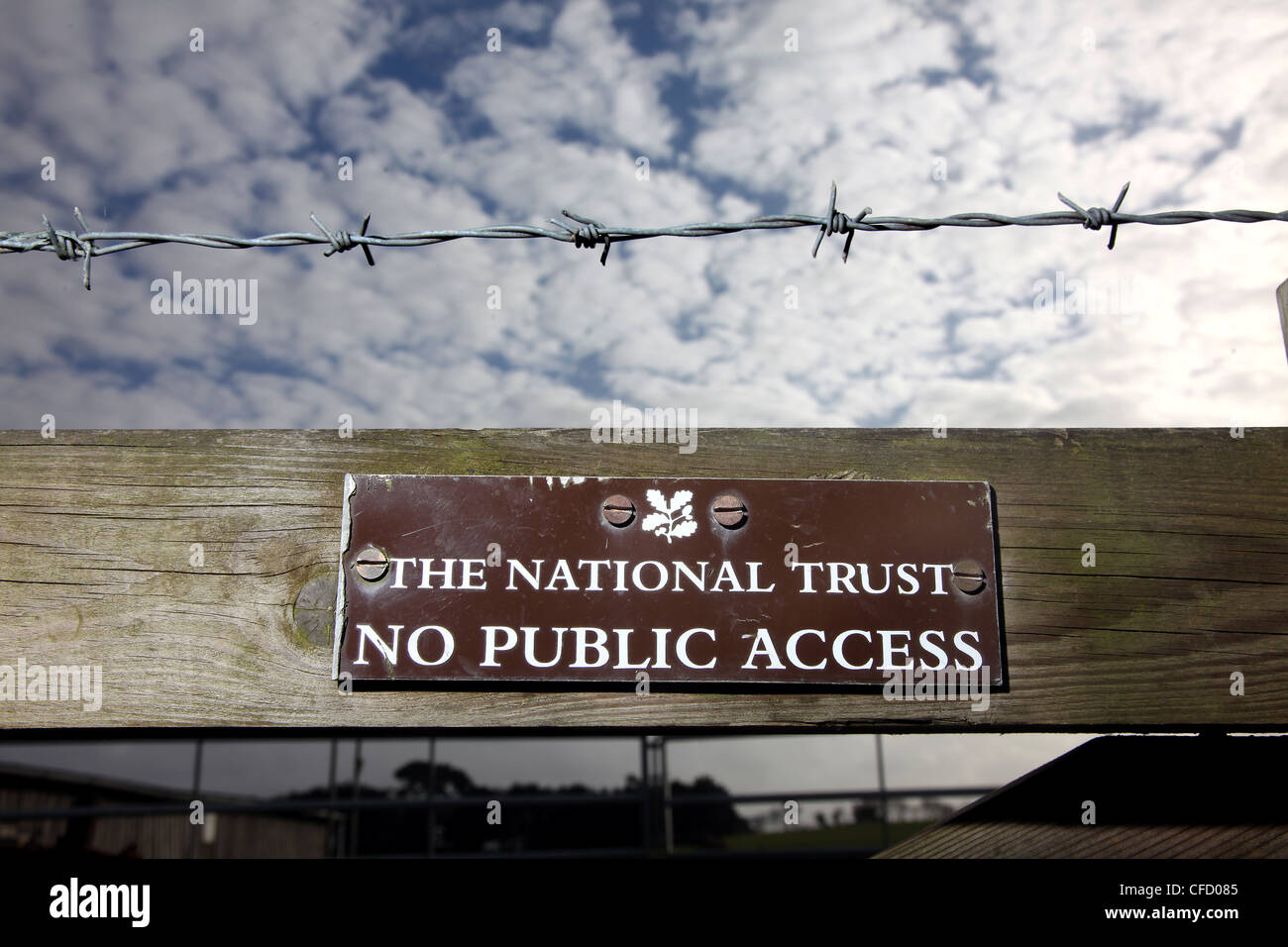 Pic by Mark Passmore/www.markpassmore.com A sign for The National Trust warning the public that there is NO PUBLIC - Stock Image