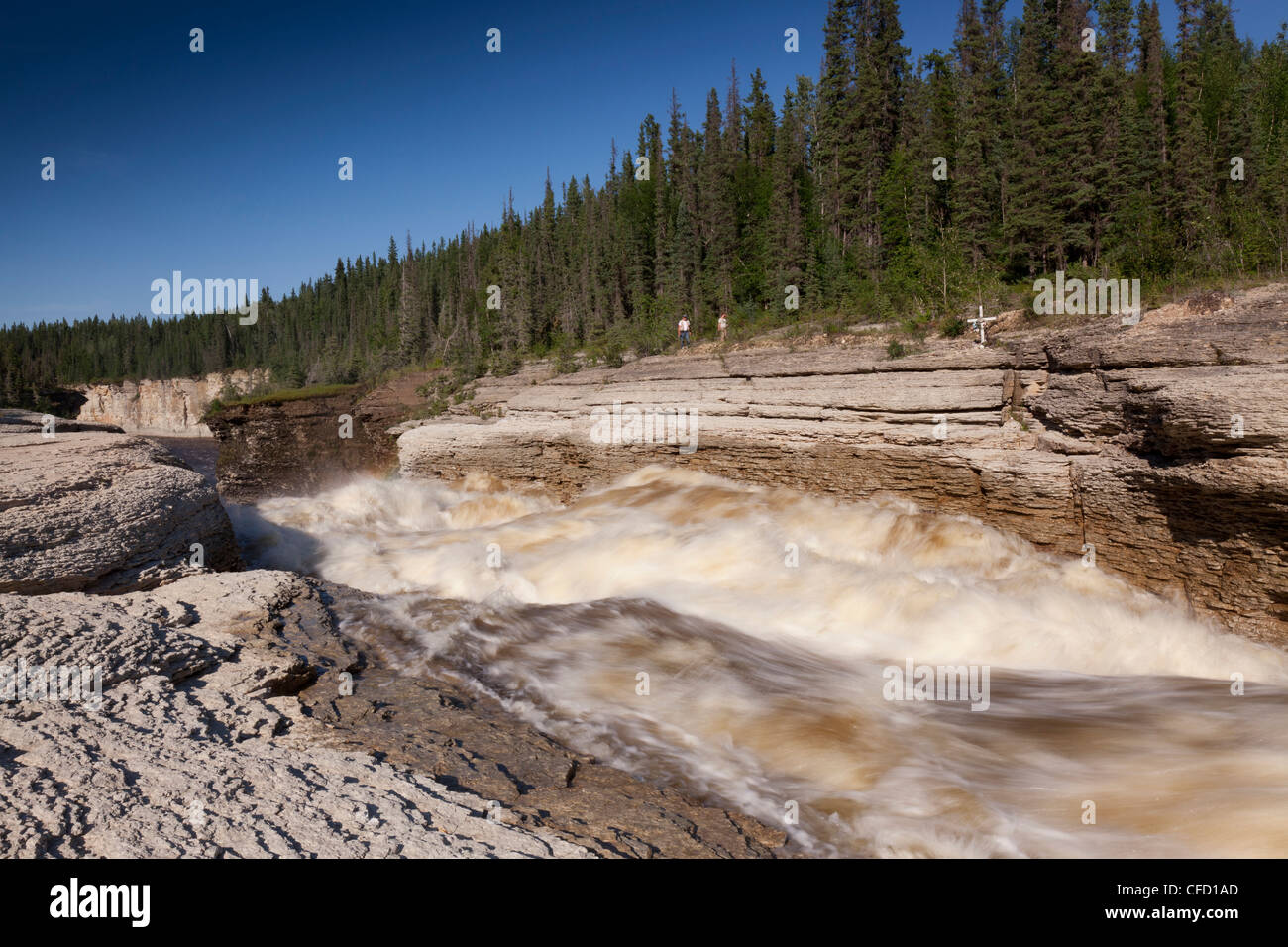 People hike along the Trout River (Sambaa Deh), Sambaa Deh Falls Territorial Park, Northwest Territories, Canada - Stock Image