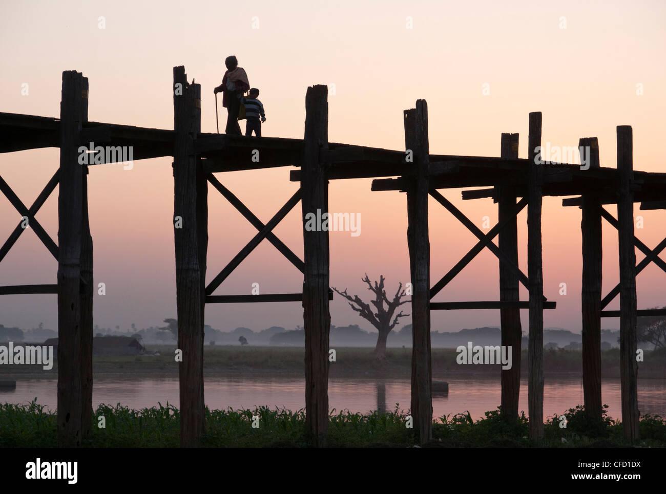 Silhouette of footbridge of 1060 poles, Amarapura, Mandalay Division, Myanmar, Asia - Stock Image