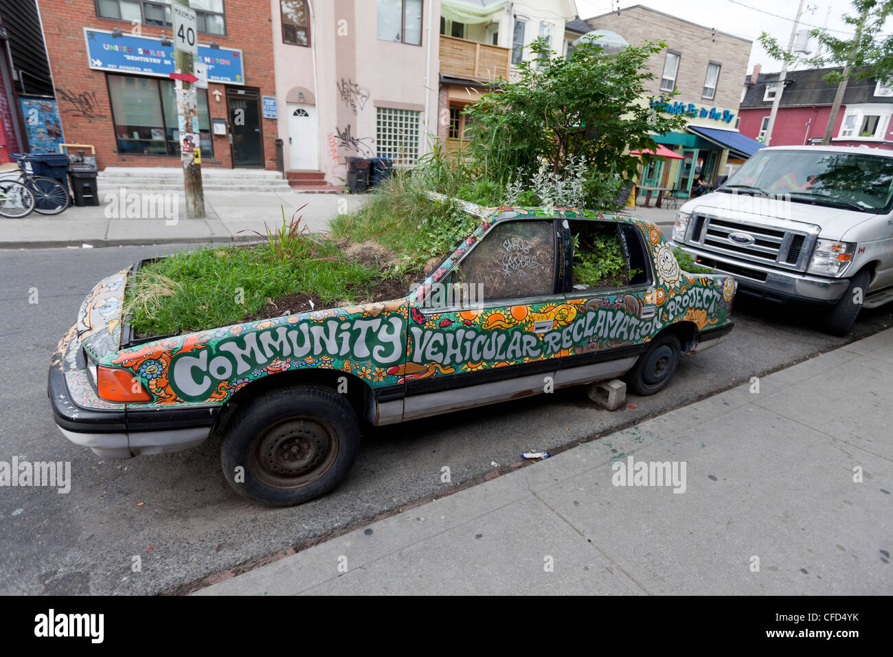 junkyard car that been turned into curb-side Stock Photo: 43929863 ...