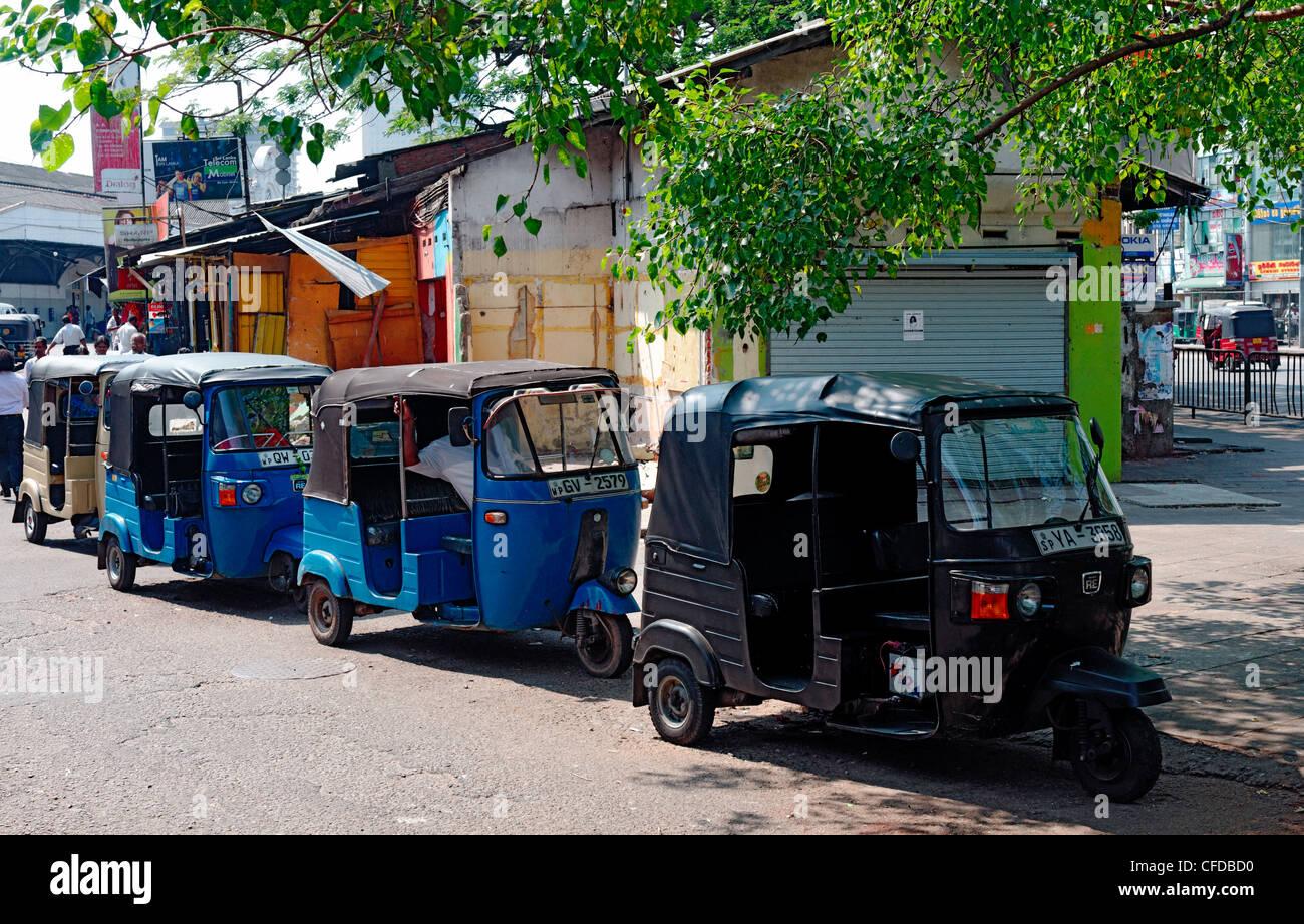 Tut tuts lined up - public transport in Colombo, Sri Lanka - Stock Image