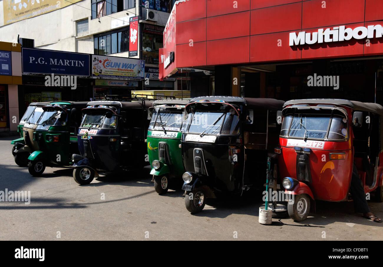 Tut tut taxis lined up - public transport in Colombo, Sri Lanka - Stock Image