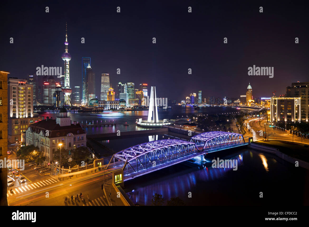 New Pudong skyline, Waibaidu (Garden) Bridge, looking across the Huangpu River from the Bund, Shanghai, China, Asia Stock Photo