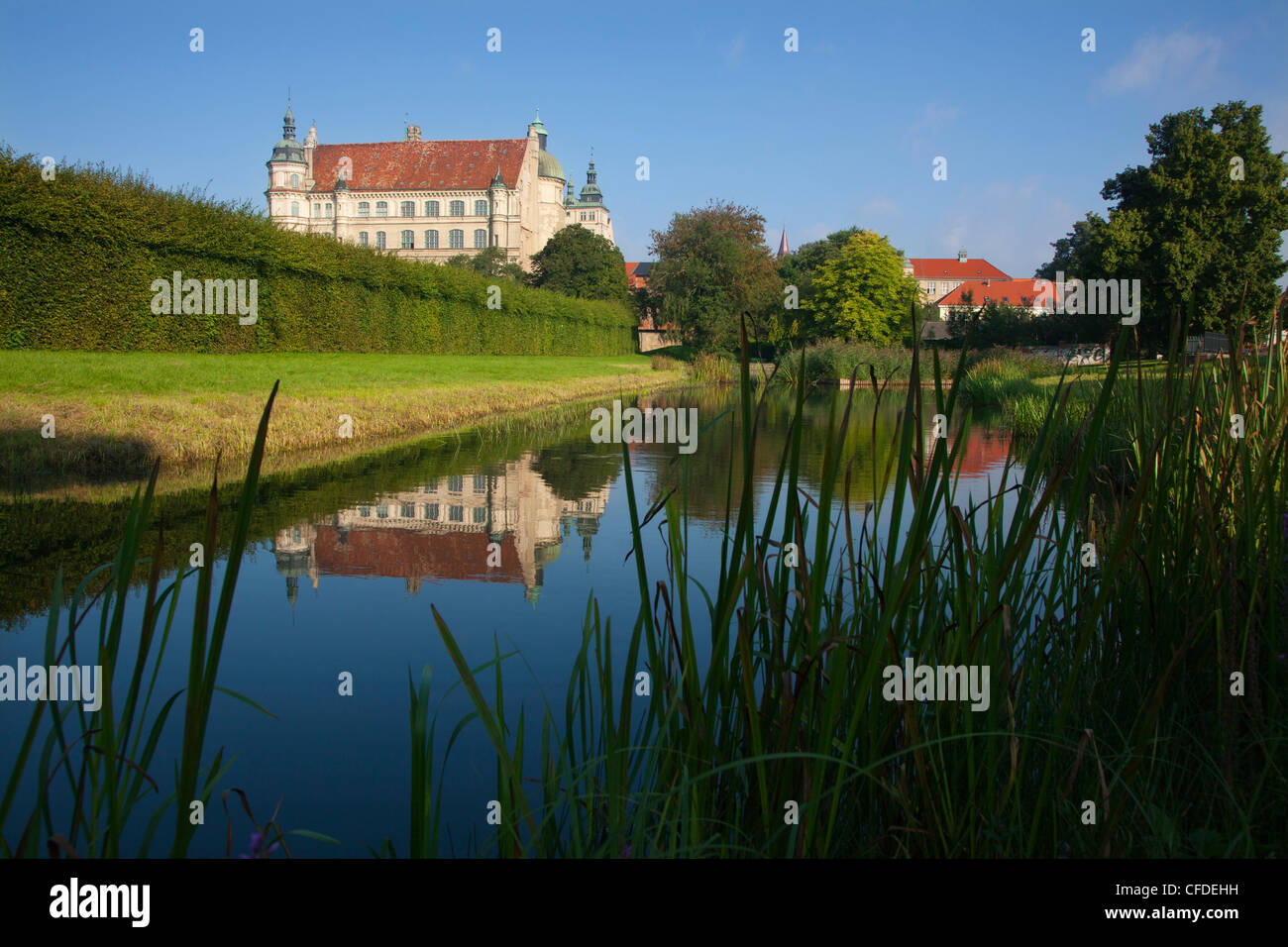 Reflection of Renaissance castle in a canal, Guestrow, Mecklenburg switzerland, Mecklenburg Western-Pomerania, Germany, - Stock Image