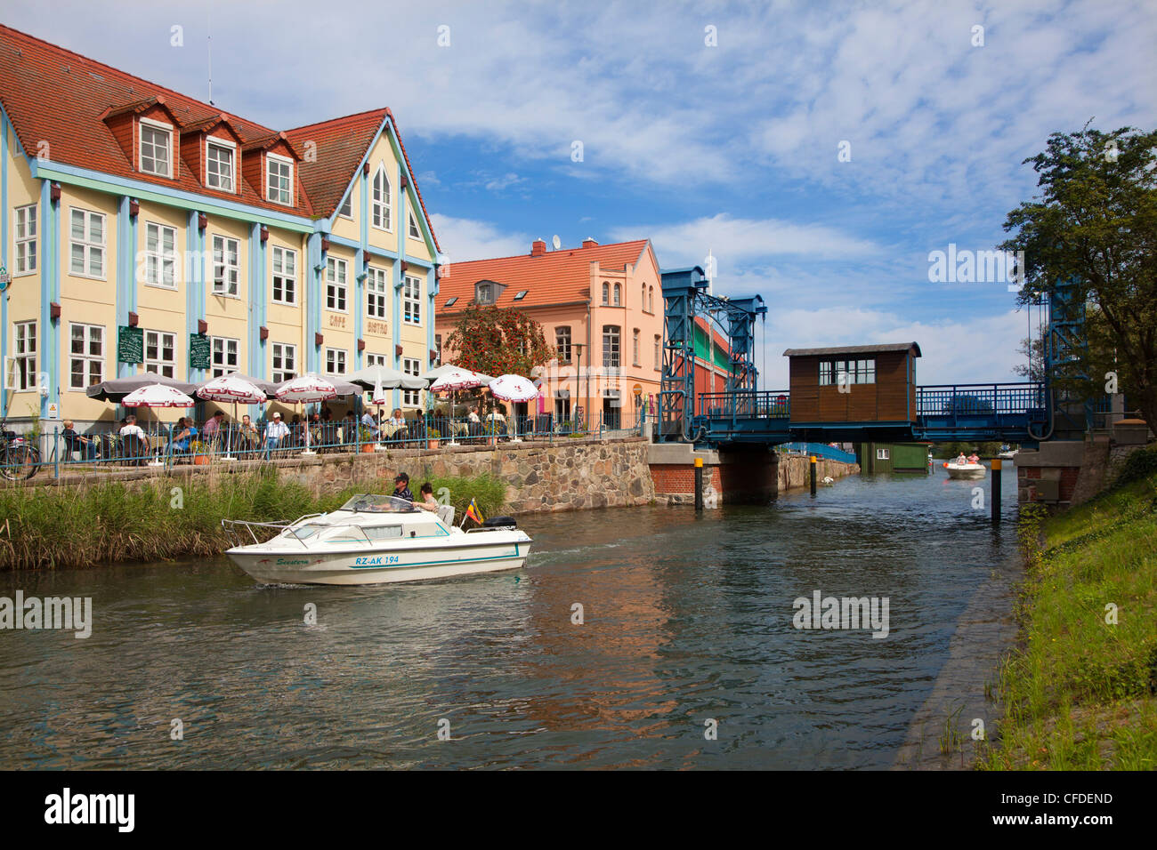 Motorboat at the lift bridge, Plau, Plau lake, Mueritz-Elde-canal, Mecklenburg lake district, Mecklenburg Western - Stock Image