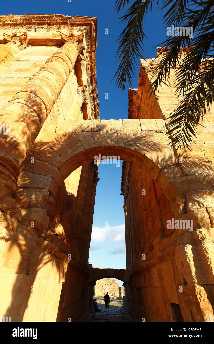 Arch of Antoninus Pius, Roman ruins, Sbeitla Archaelogical Site, Tunisia, North Africa, Africa - Stock Image